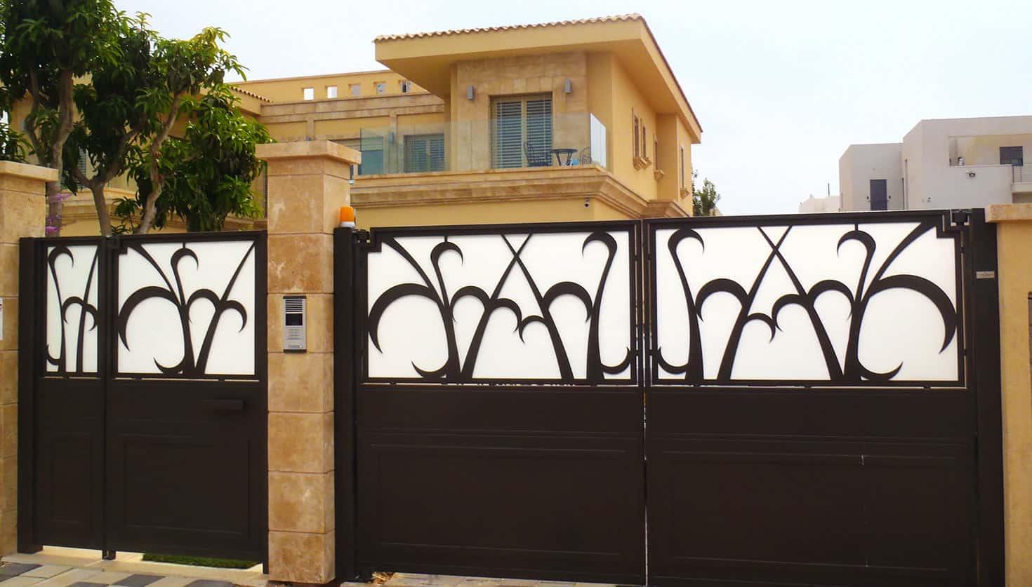שערים חשמליים מברזל - בית גלעד