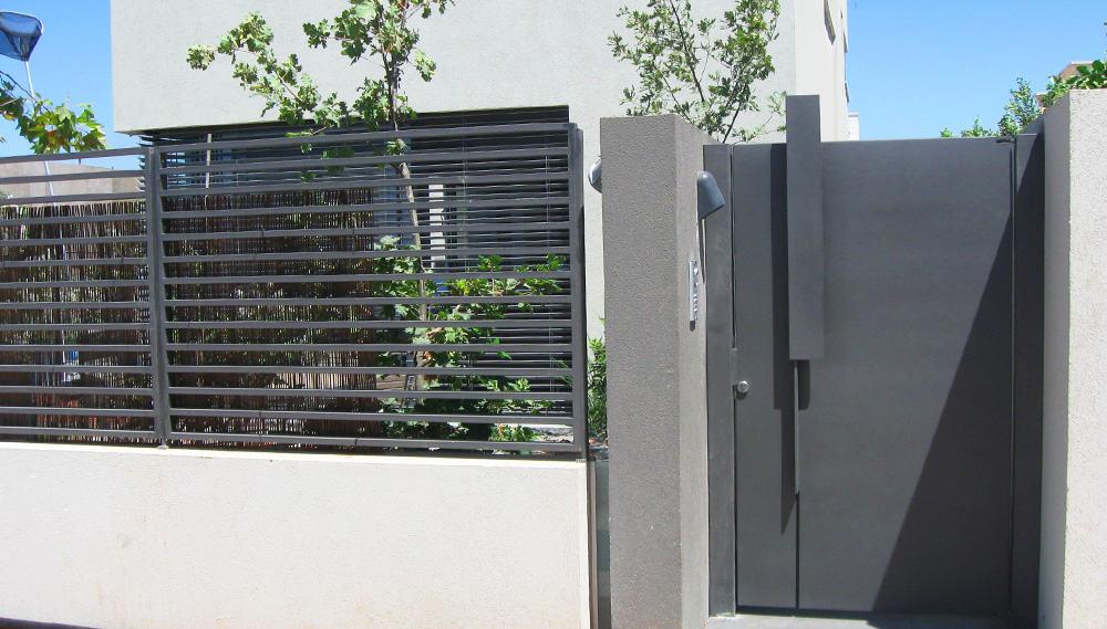 גדר ושער מעוצבים - שער ברזל מעוצב - בית דונסקי