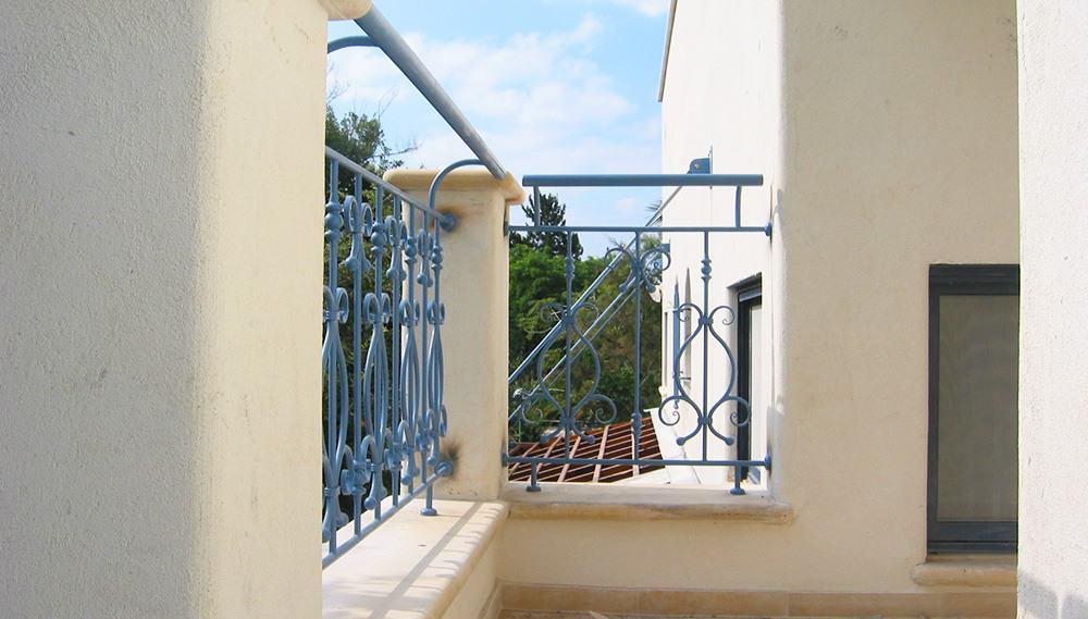 מעקות מעוצבות למרפסת