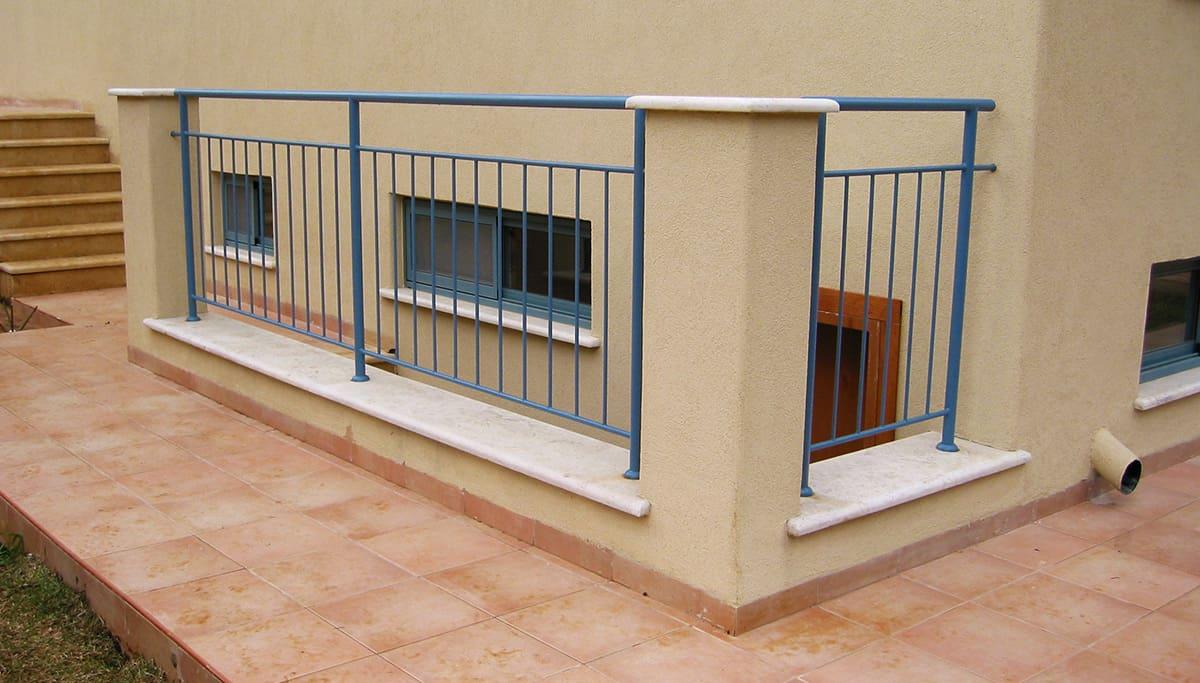 מעקות ברזל למרפסת