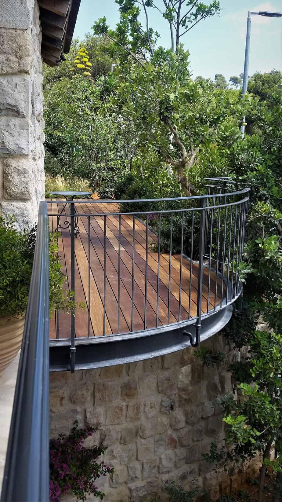מעקות ברזל מעוצבים למרפסת - בית משפחת גרא