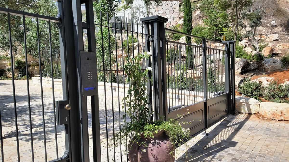 עיצוב שערים מברזל - שור אומנות בברזל