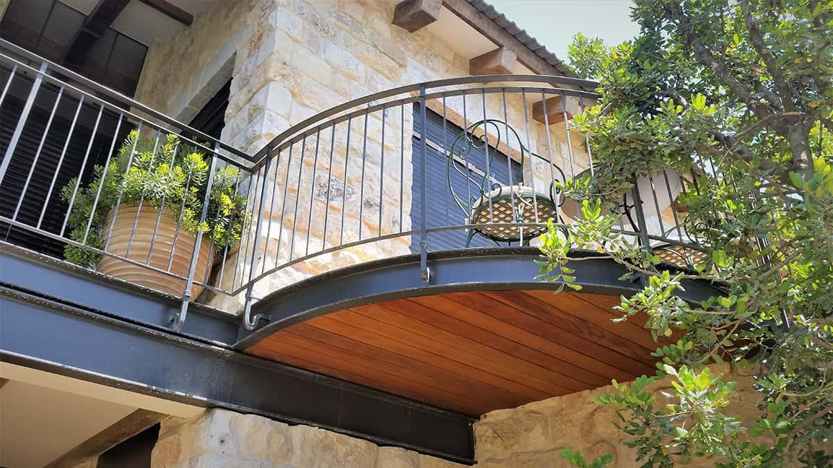 מעקות ברזל למרפסת - בית משפחת גרא