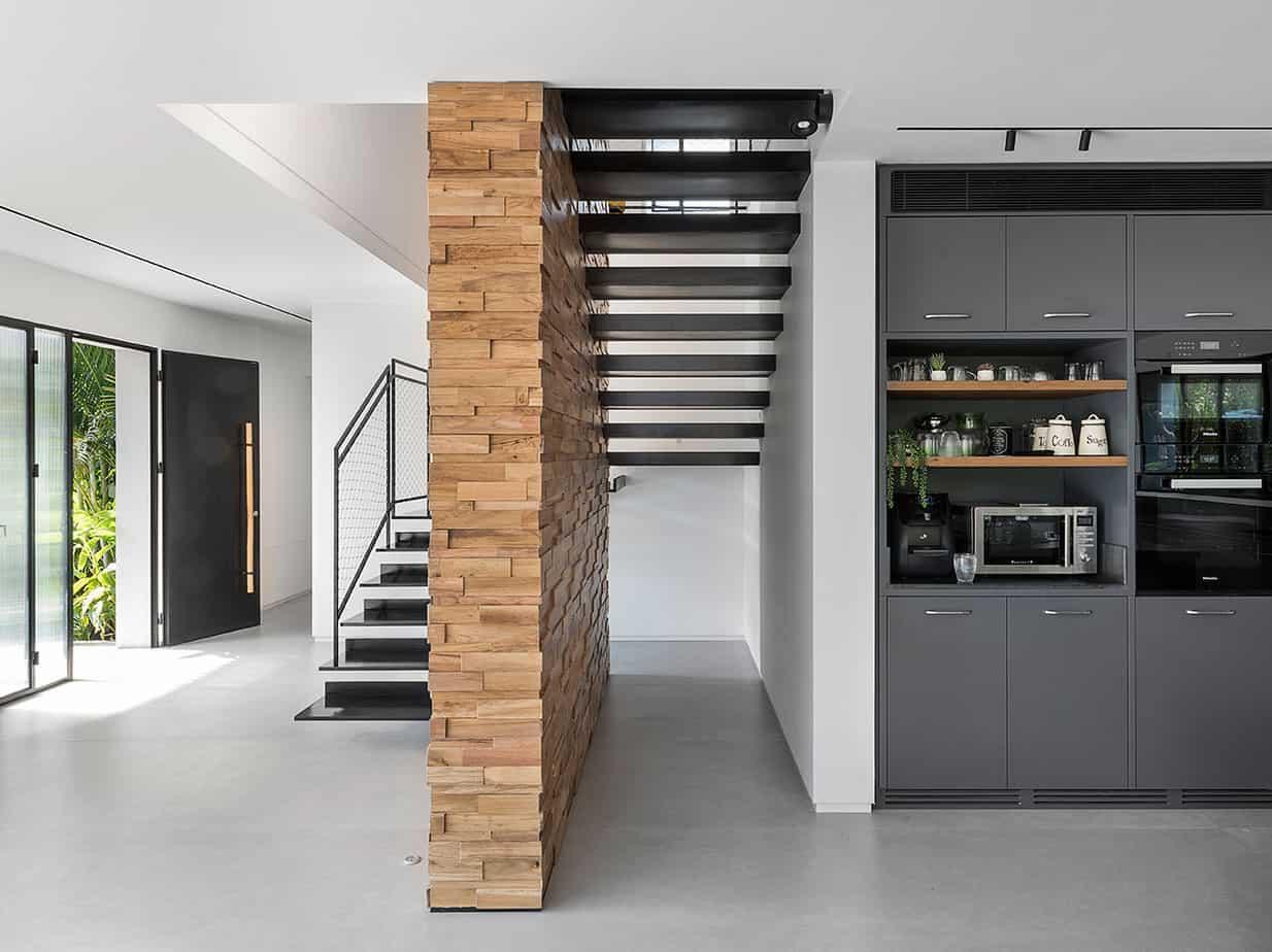 מדרגות בבית היוקרה בעין אילה