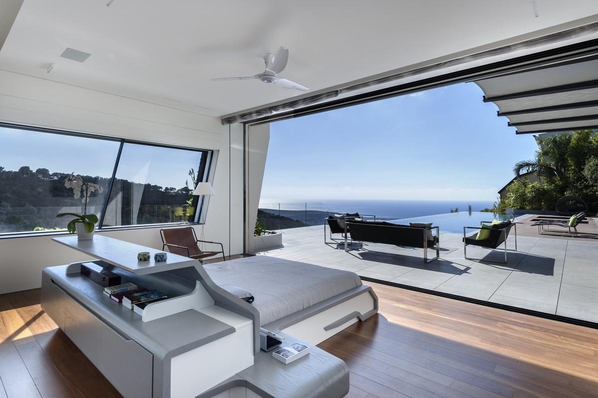 חדר שינה בבית אקהוייז עם נוף לים