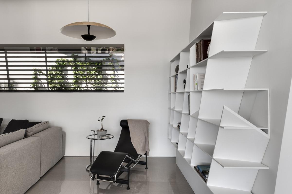 מערכת מדפים מברזל בעיצוב אישי בבית אקהוייז