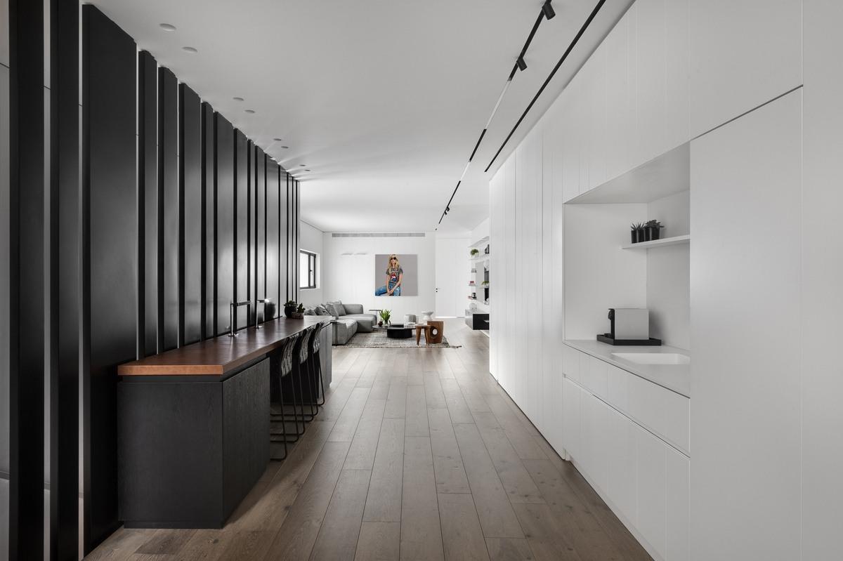 משרד הביתי עם מחיצת ברזל מעוצבת