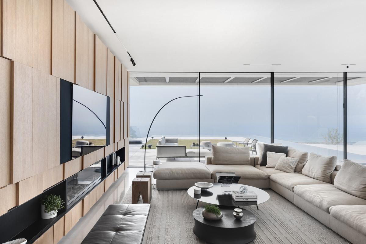 סלון בית היוקרה עם נוף לים